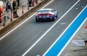 Aston Martin Vantage GTE bei der Ausfahrt aus derBoxengasse am Nürburgring