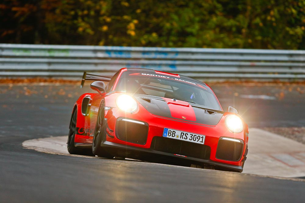 Manthey Racing Porsche GT2 RS MR Rekord mit Lars Kern