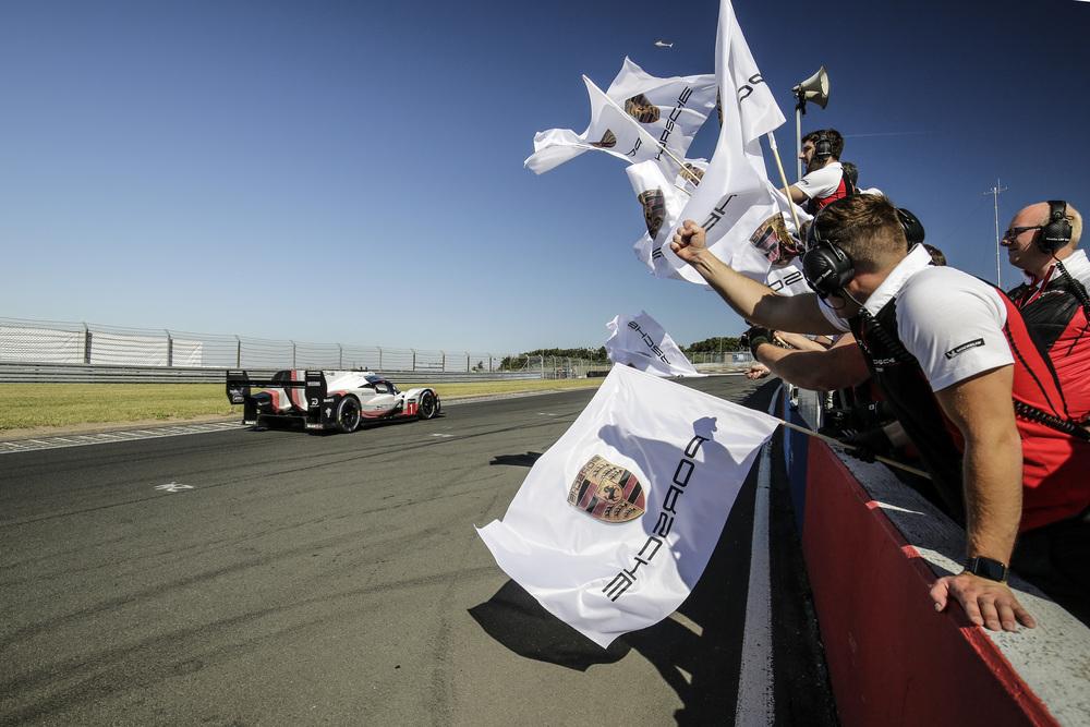 Porsche LMP Team: Nordschleifenrekord von Timo Bernhard im Porsche 919 Hybrid Evo
