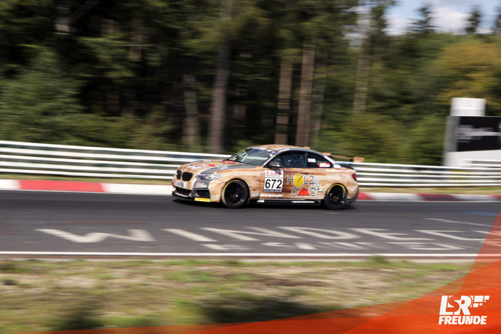 "LifeCar Racing ""Holzi"" BMW M235i"