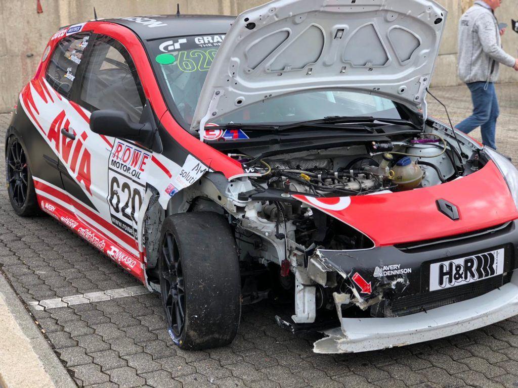 AVIA racing Renault Clio nach dem Crash - VLN 4 Nürburgring