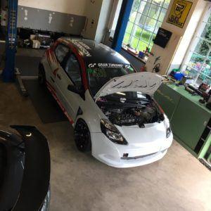 AVIA racing Renault Clio nach dem Crash. Hochzeit - Fertig für den Folierer