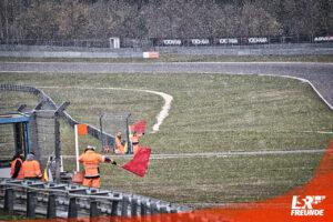 Symbolbild Sportwarte Streckensicherung Rote Flagge Red Flag