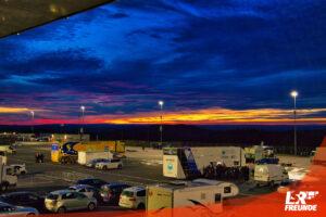 Symbolfoto Fahrerlager Sonnenuntergang