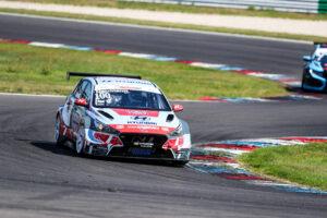 Luca Engstler drehte im VIP Auto des Hyundai Team Engstler die schnellste Runde