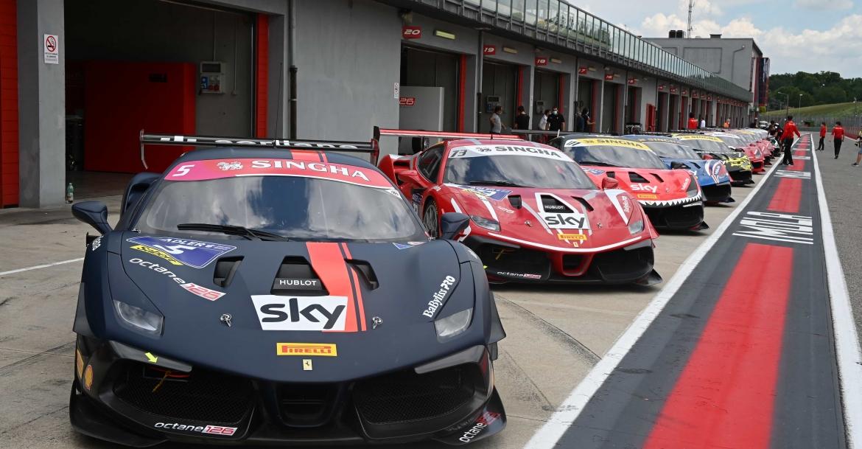 Imola Erfolgreicher Start In Der Ferrari Challenge Für Octane126 Lsr Freun De