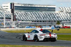Porsche 911 RSR, Porsche GT Team (#911), Frederic Makowiecki (F), Nick Tandy (GB) Daytona