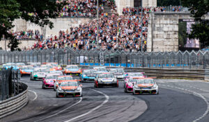 Porsche Carrera Cup Deutschland, Norisring 2019 Start, Rennen, Race, Henric Skoog (SWE), Team Overdrive Racing by Huber, Larry ten Voorde (NLD), Team Overdrive Racing by Huber, Michael Ammermüller (DEU), Team BWT Lechner Racin, Julien Andlauer (F), Team BWT Lechner Racing, Jaxon Evans (AUS), Team Project 1 – JBR , Tribüne, Steintribüne,