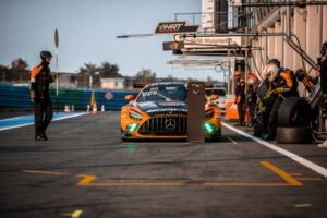 Haupt Racing Team Mercedes AMG GT3 beim Boxenstopp