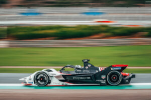 Porsche 99X Electric, TAG Heuer Porsche Formel E Team (#36), Andre Lotterer (D)