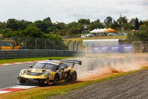 9 Hours of Kyalami Porsche 911 GT3 R, Dinamic Motorsport (#54), Earl Bamber (NZ), Laurens Vanthoor (B), Kevin Estre (F)