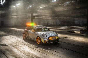 Der MINI Electric Pacesetter inspired by JCW. FIA ABB Formula E Safety Car 2021