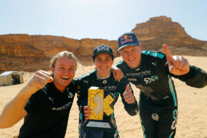ALULA, SAUDI ARABIA - APRIL 04: Nico Rosberg, founder and CEO, Rosberg X Racing Molly Taylor (AUS)/Johan Kristoffersson (SWE), Rosberg X Racing celebrate with trophy during the Desert X-Prix at AlUla on April 04, 2021 in AlUla, Saudi Arabia. (Photo by Sam Bloxham / LAT Images)